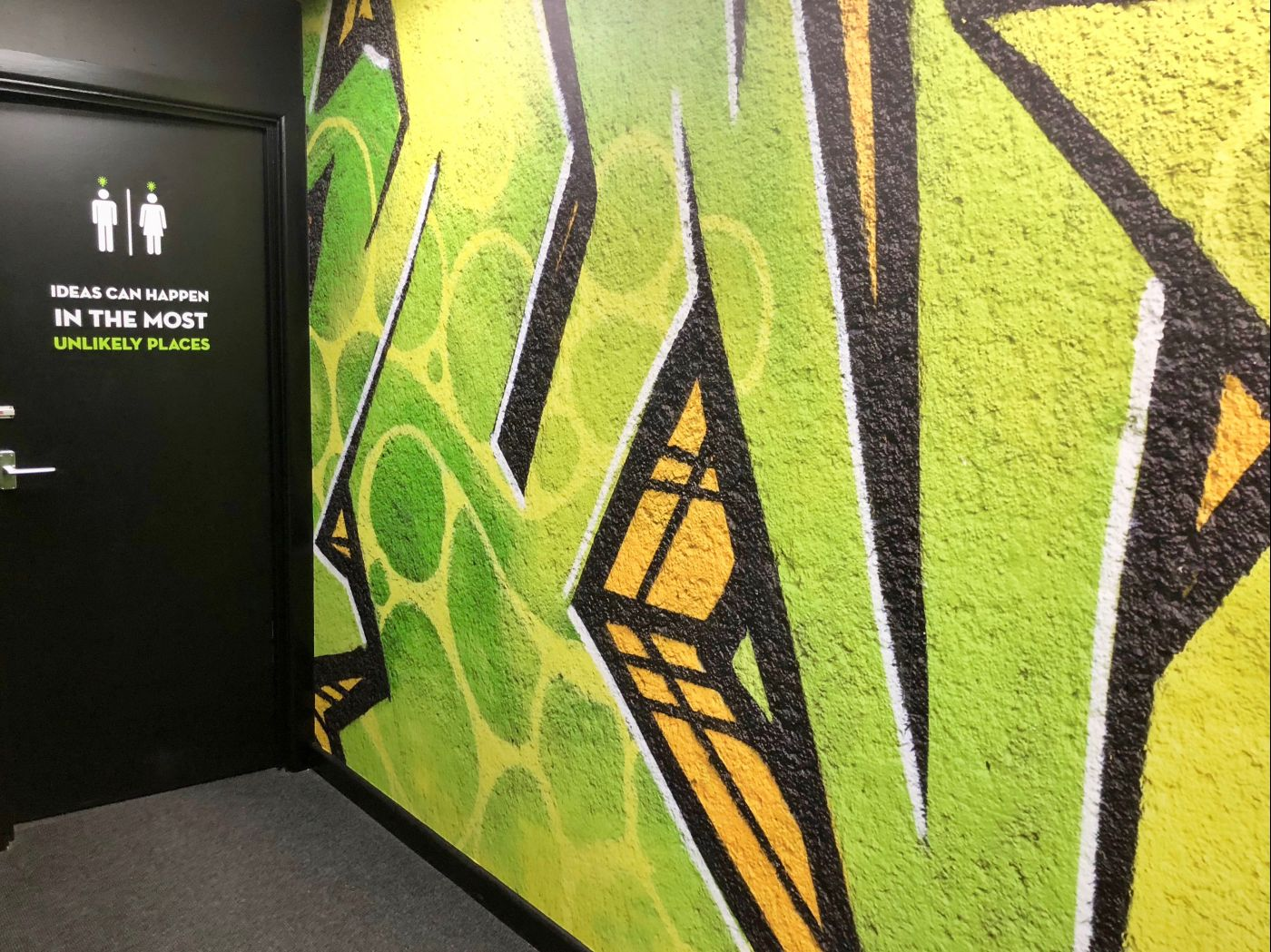 Large Format Digital Printing and Wall Graphics | Sign UK